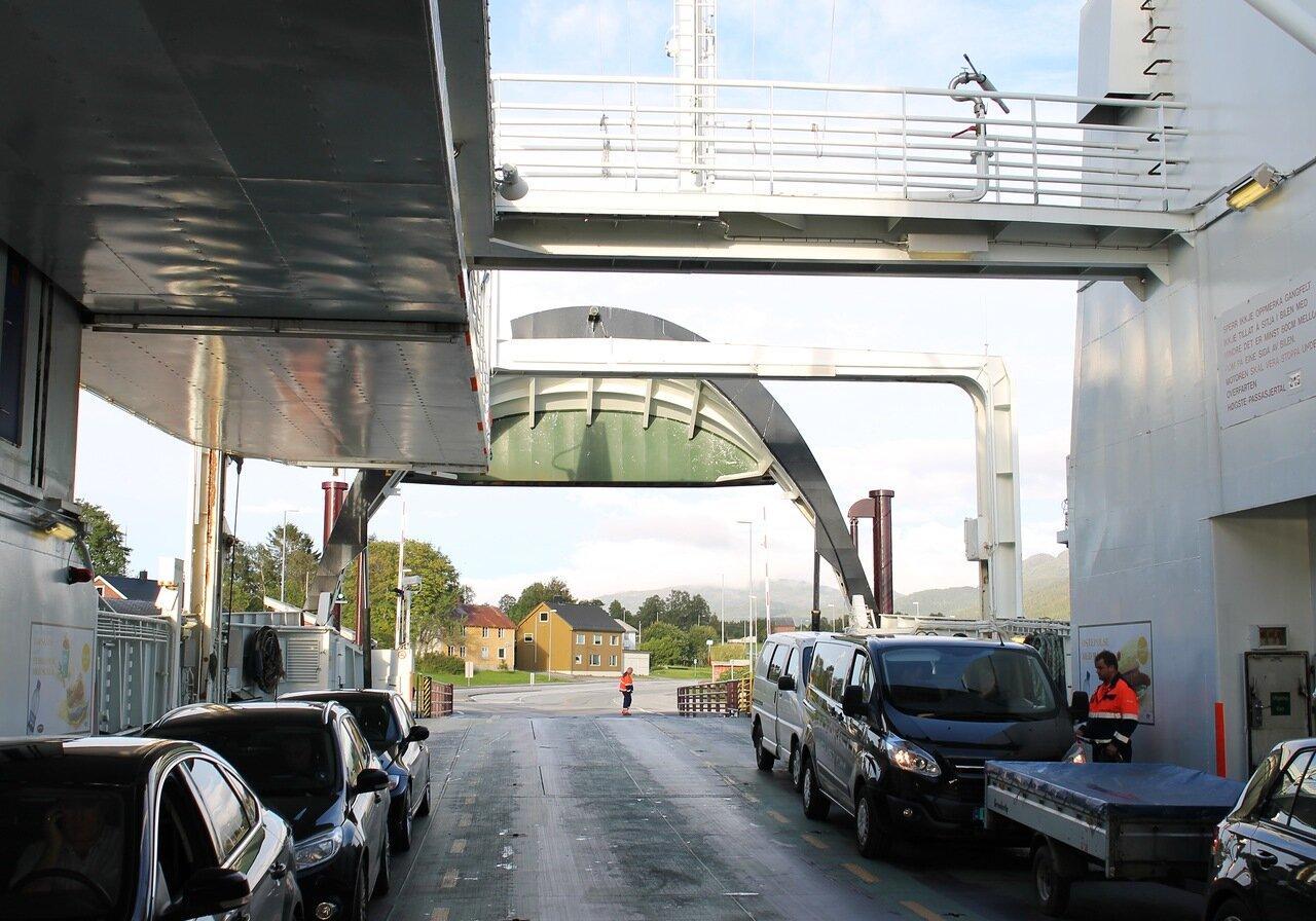 Halsa-Kanestraum ferry