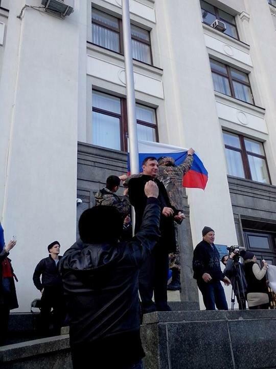 арсен клинчаев луганская облгосадминистрация российский флаг