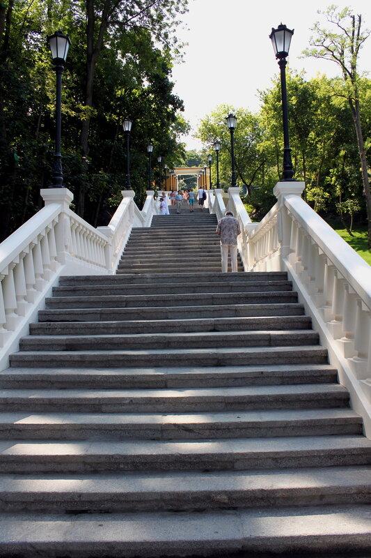 Пролеты новой лестницы на Владимирском спуске