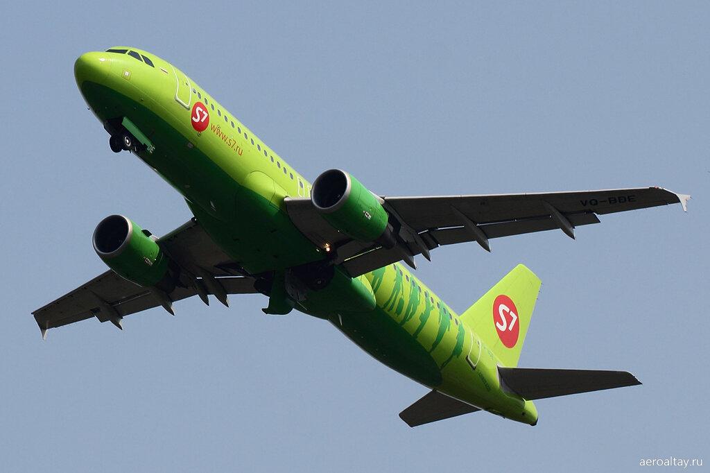 Рейс S7 Москва-Новосибирск взлетает из Барнаула