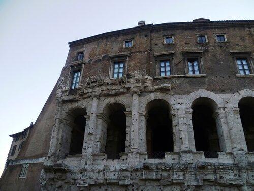 Италия. Рим. Переделка древнего театра (Italy. Rome. Alteration of the ancient theater)