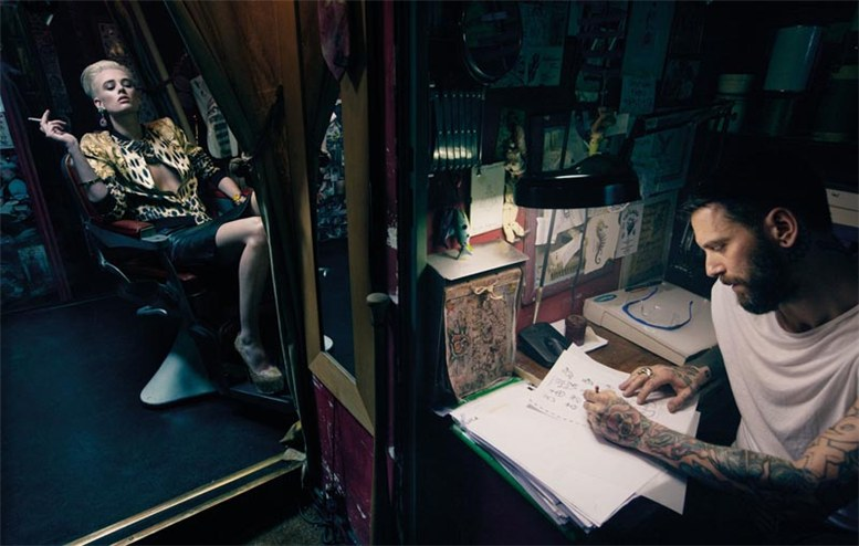 В тату-салоне - Милу ван Гресен / Milou van Groesen by Gianluca Fontana in W Korea may 2012