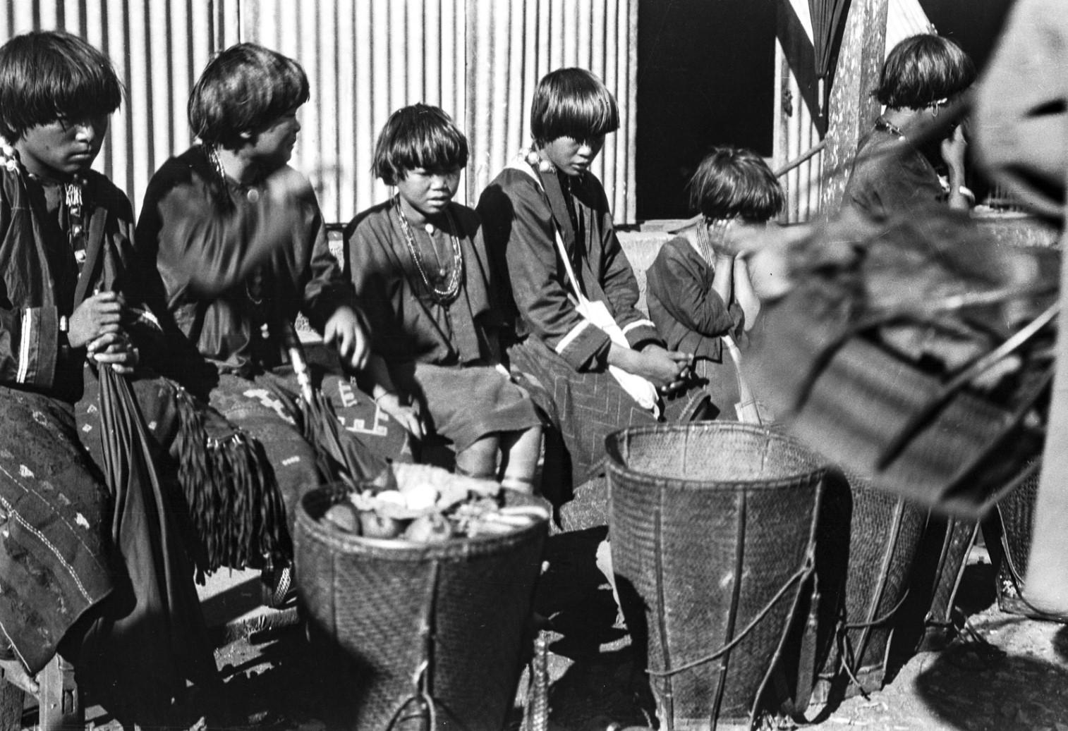 1114. Женщины народности качин торгуют на рынке