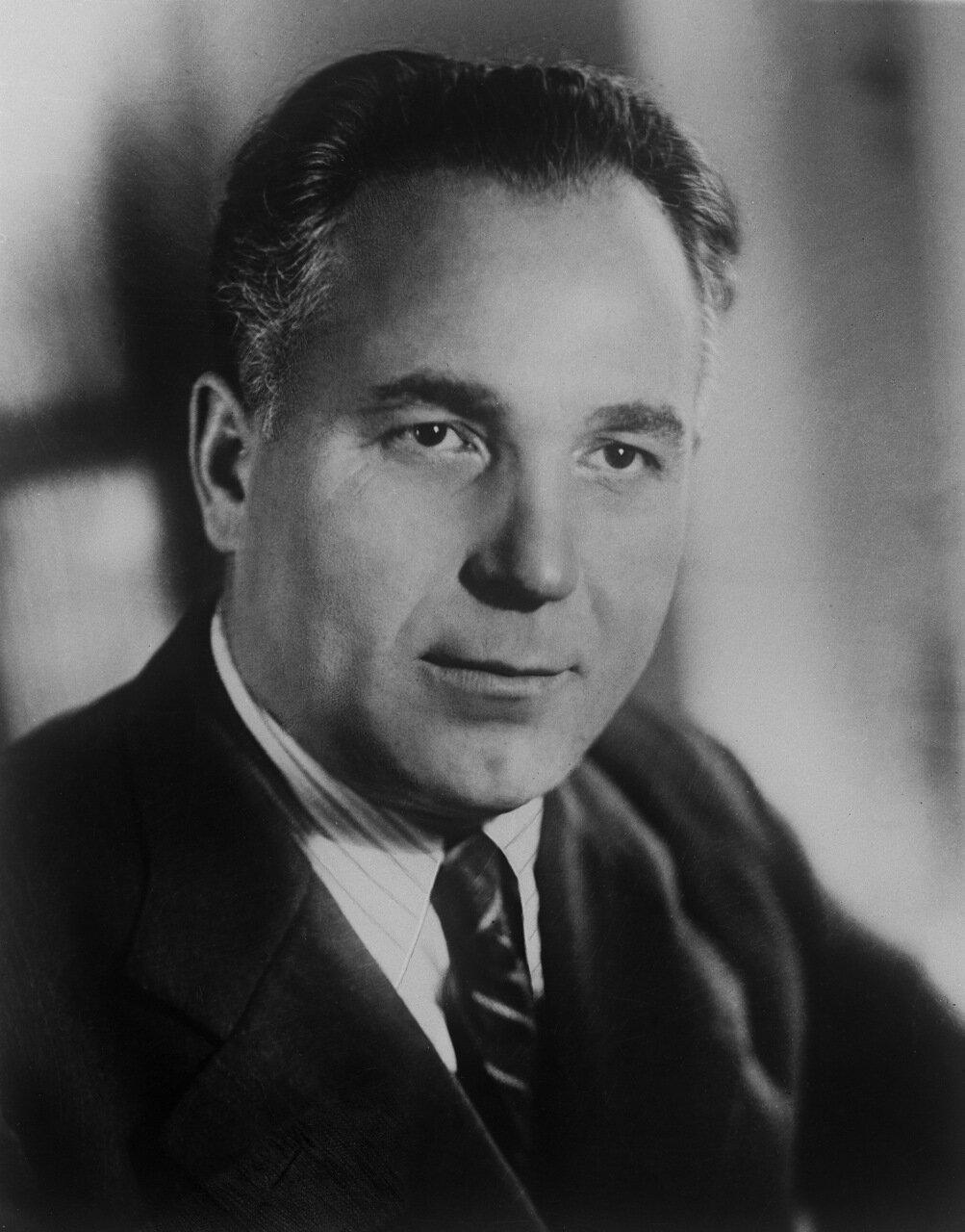 Назаров Иван Николаевич (30 мая (12 июня) 1906, с. Кошелево  — 30 июля 1957, Авиньон) — советский химик-органик.
