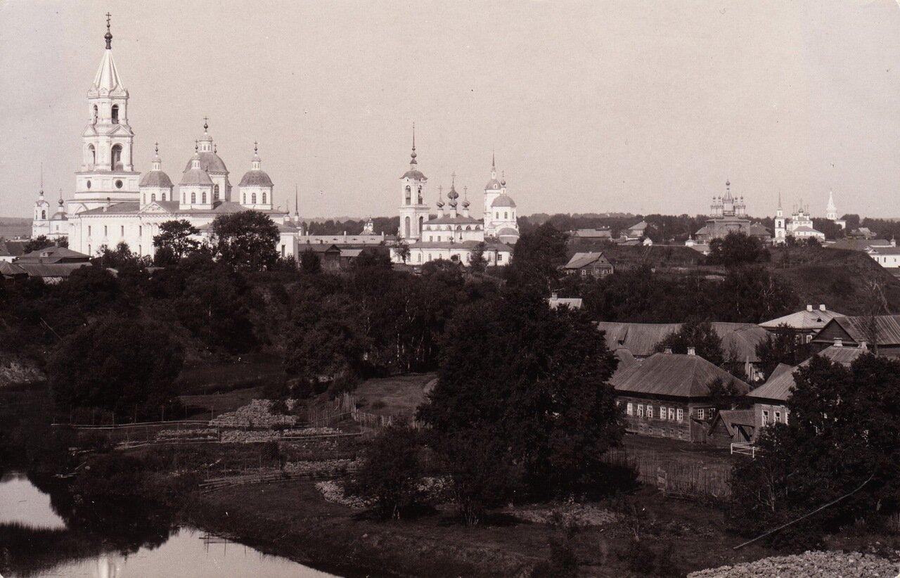Вид на соборы от горсада