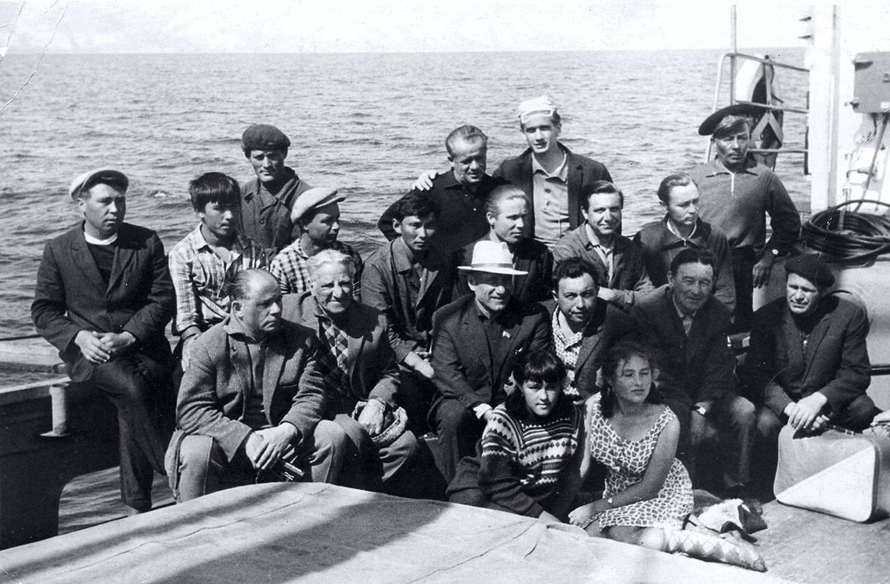 ПТС Ворошилов команда и пассажиры