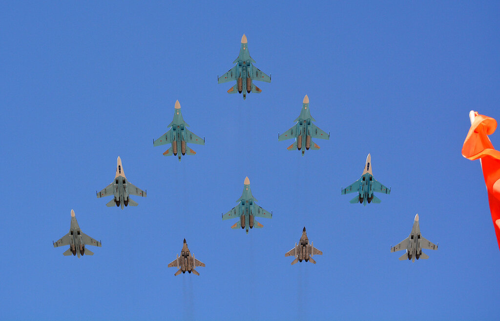Parad26_Su_MiG.jpg