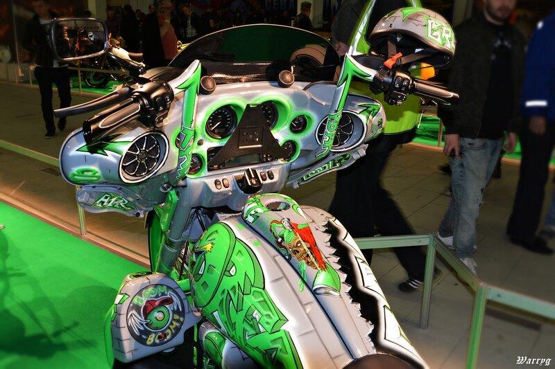 Кастомбайк Harley Davidson DreamLiner - панель управления и бензобак