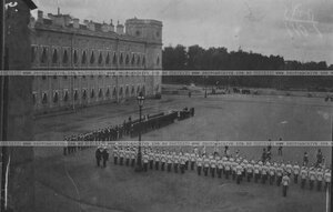 Кирасиры полка на параде  на площади Гатчинского дворца.