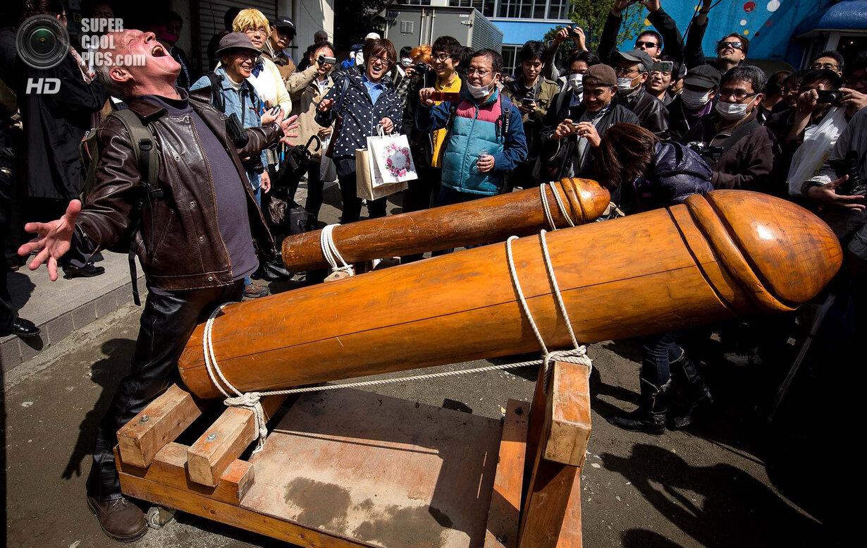 People Celebrate Festival of the Steel Phallus In Japan