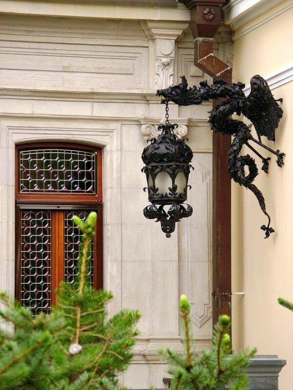 Фонарь-дракон, дача Марии Клейнмихель, Каменный остров, Санкт-Петербург