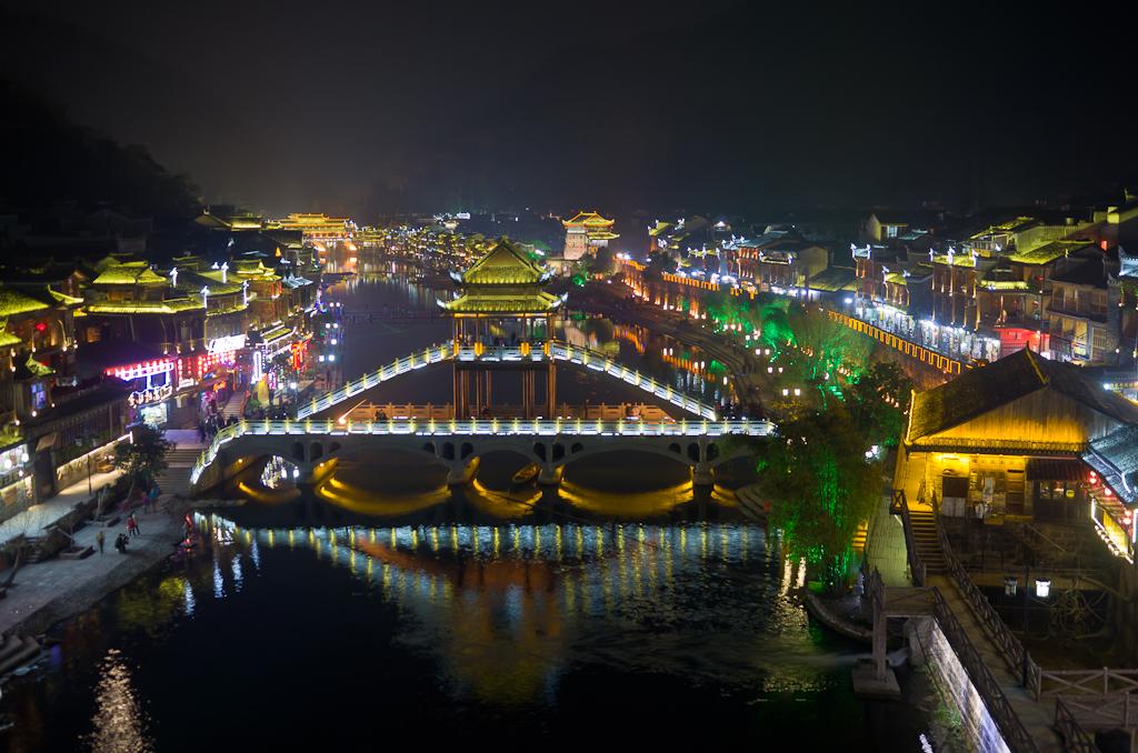 Фото 14. Пейзаж ночного города Fenghuang в Китае. Отзыв о самостоятельной экскурсии