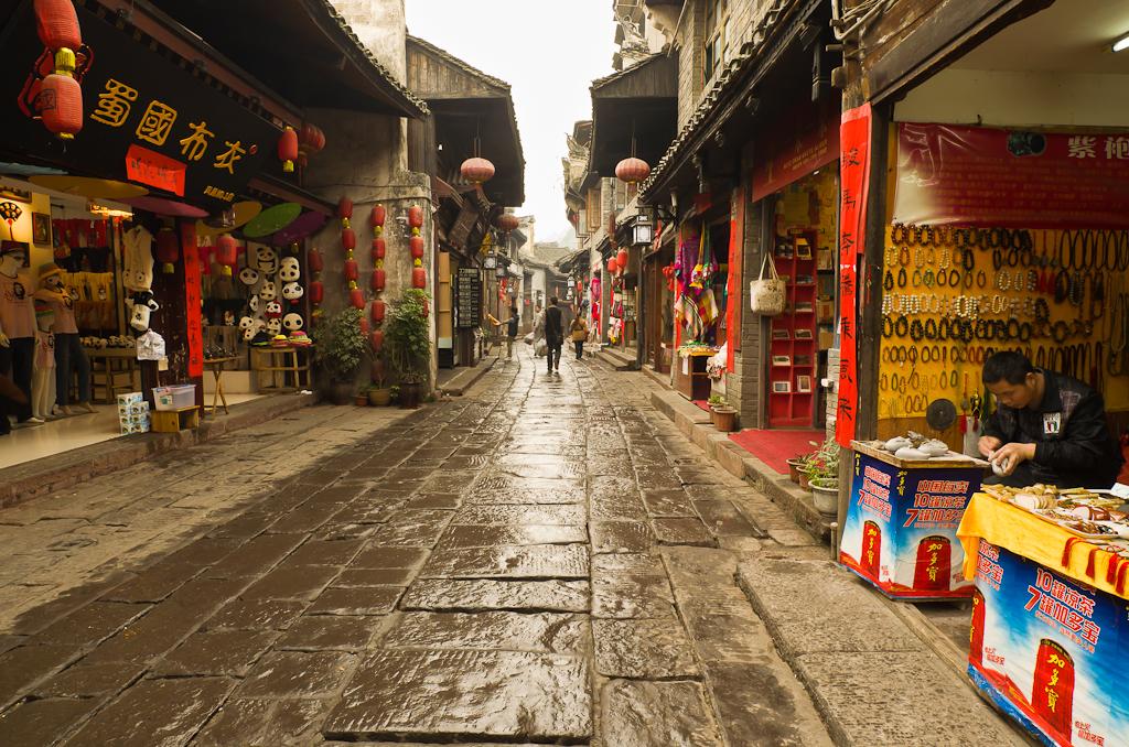 4. Утренний Фэнхуан. Одно из мест, которое обязательно нужно посмотреть, отправившись в путешествие по Китаю.