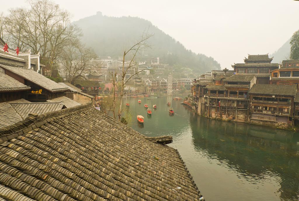 6. Красота! Такие необычано приятные виды могут встретить туристы в центре Китая. Отчет об экскурсии в Фэнхуан.