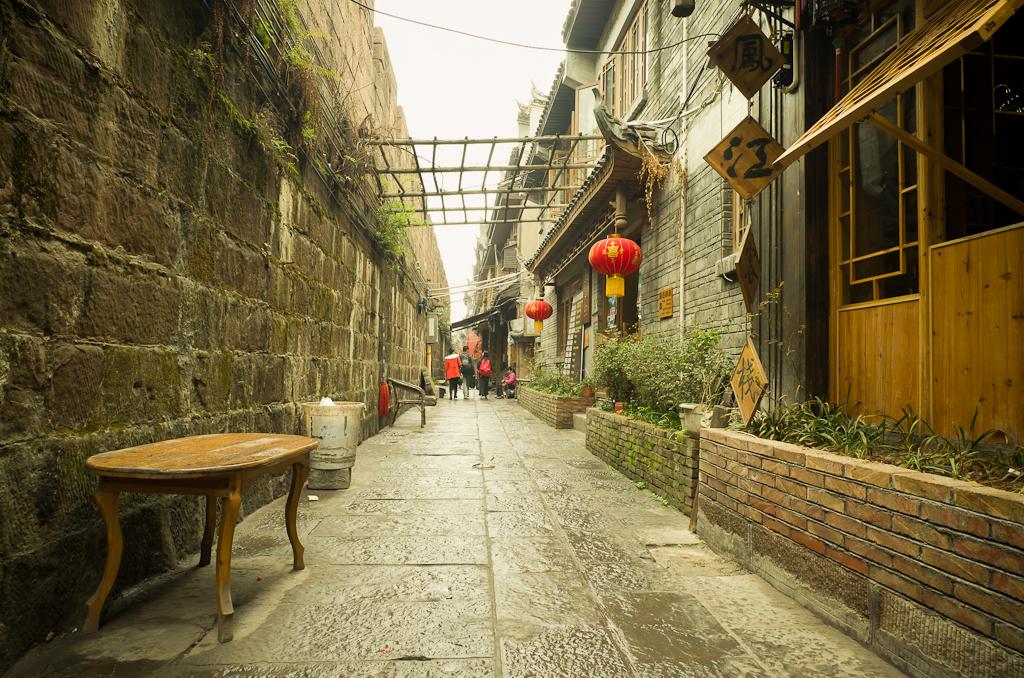 24. На заднем дворе. Прогулка по Фэнхуану. Поездка в Китай дикарями.