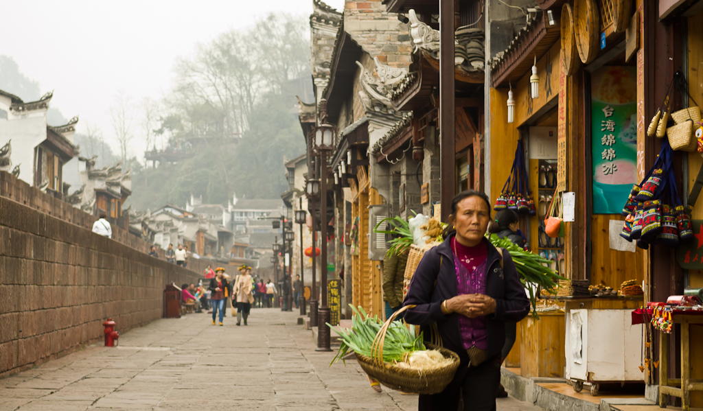 23. Продавец зелени в Фэнхуане. Поездка в древний город из Чжанцзяцзе. Отызвы об отдыхе в Китае.