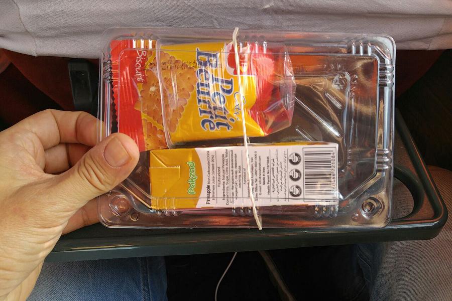 Чем кормят пассажиров ... в иранских автобусах
