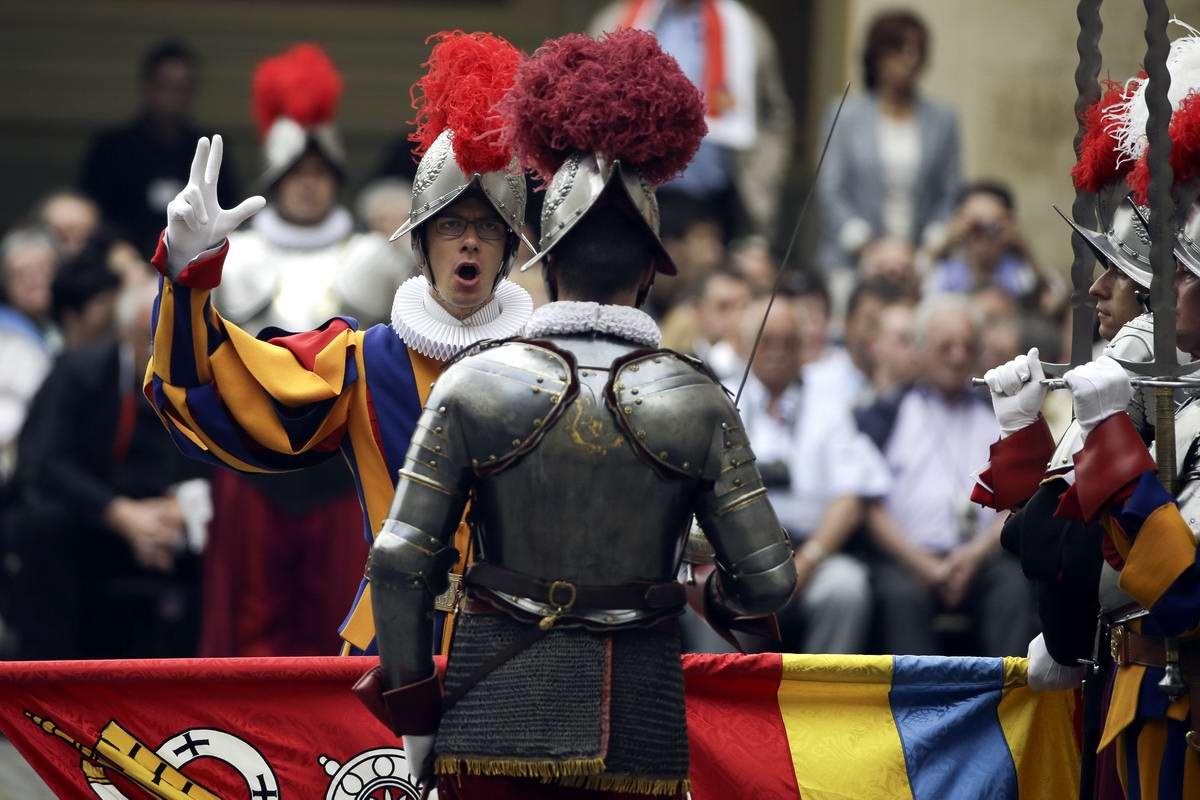 Швейцарская гвардия Ватикана: Новобранцы присягают на верность Папе Римскому (25)