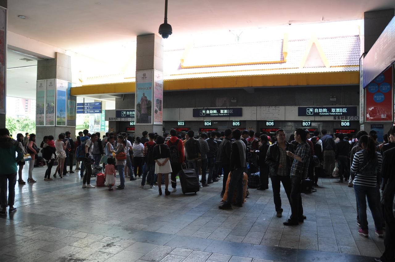 Автоматы по продаже билетов вам не помогут - нужен китайский ID
