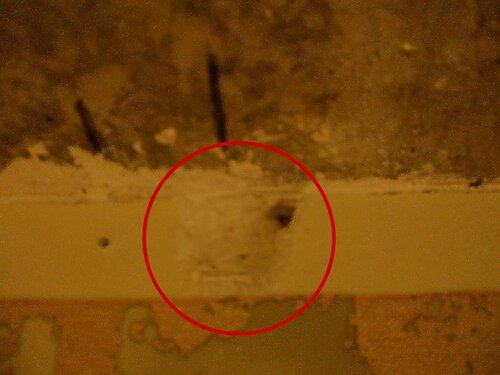Фото 11. Диагностическое вскрытие стены. Крупный план.