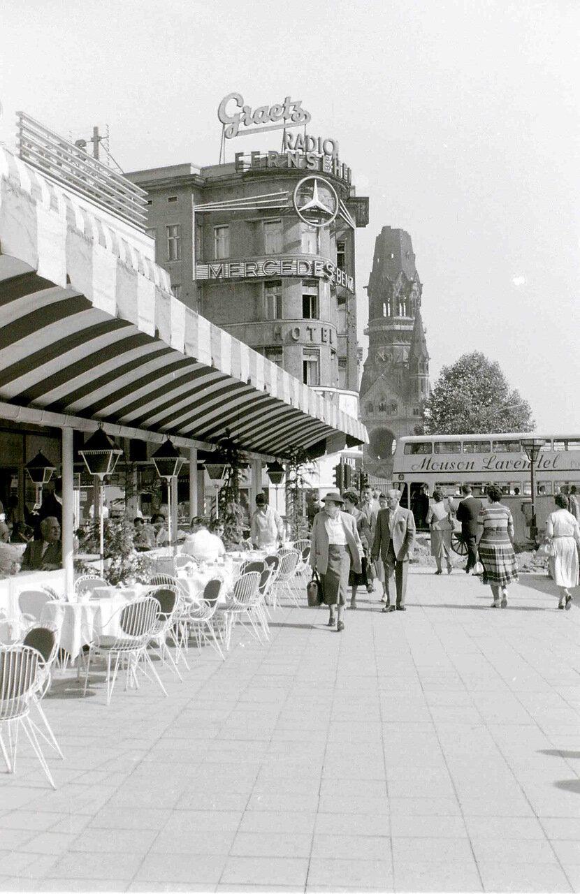 11 сентября 1959. Кафе Кранцлер, Курфюрстендамм, Западный Берлин