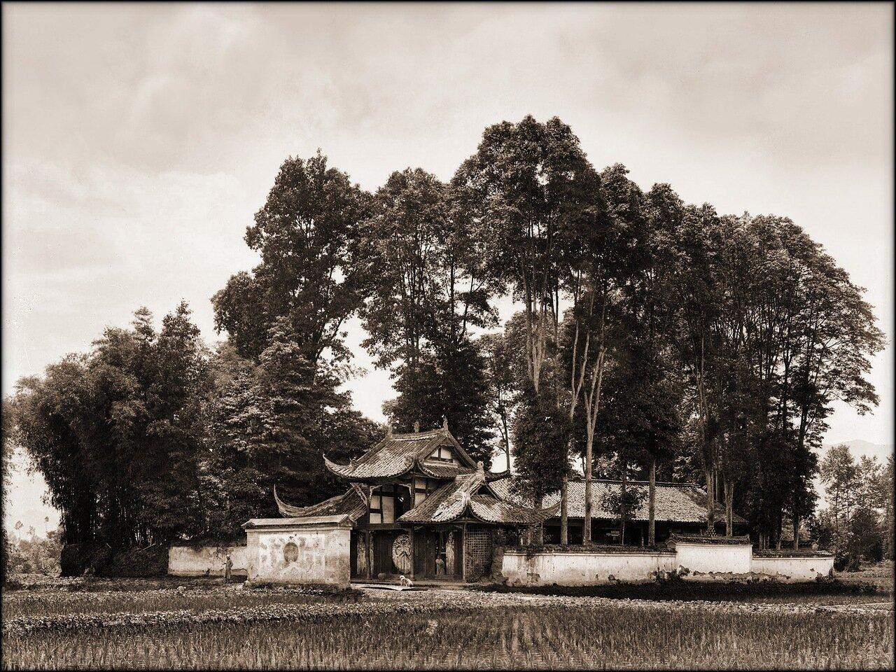 1908. Храм в уезде Хуансянь