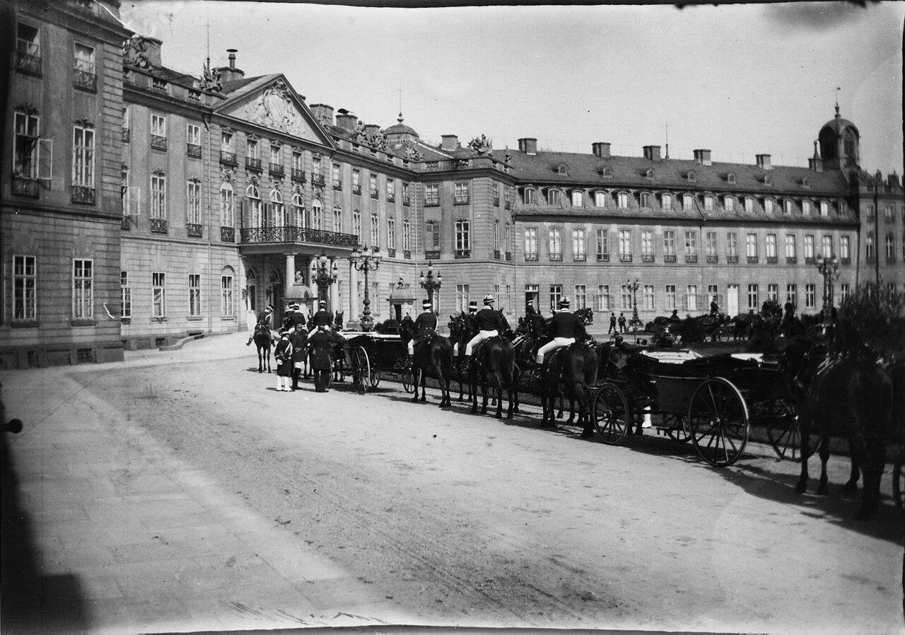 1900. Кортеж у дворца Карлсруэ