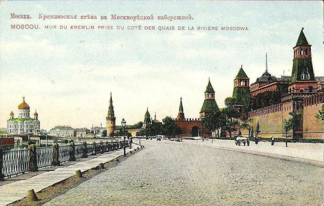 Кремлевская стена на Москворецкой набережной