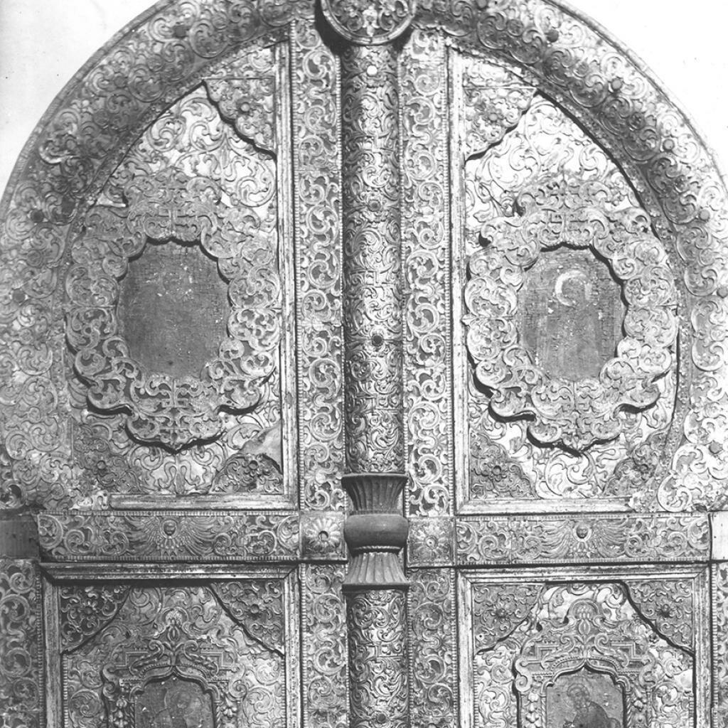 Вологодское епархиальное древлехранилище. Деревянные царские врата, покрытые фольгой