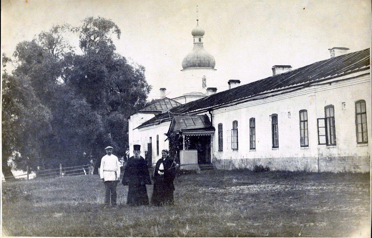 Юрьев монастырь. У северо-западного угла