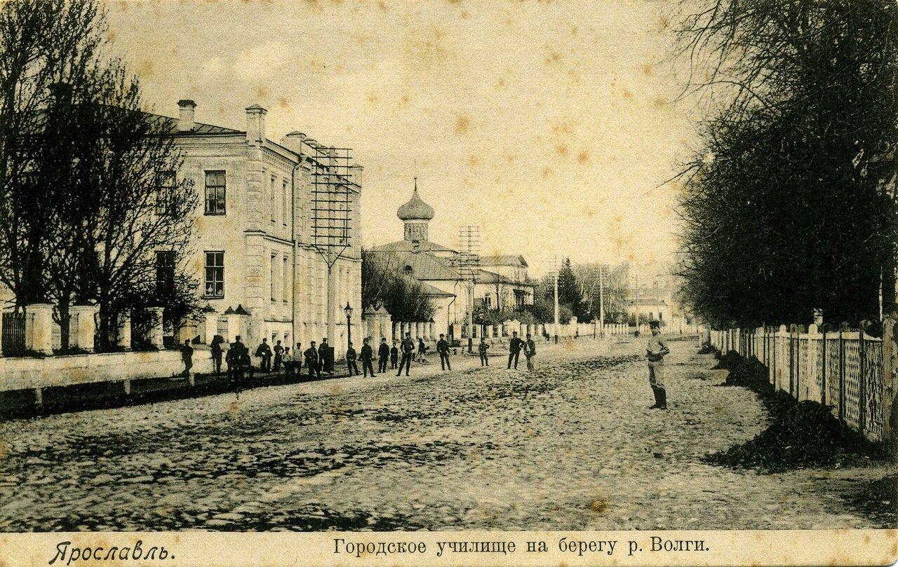 Городское училище на берегу Волги