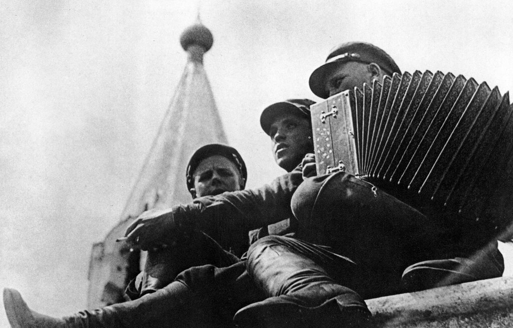 Red Army soldiers at rest, 1928. Photo by Georgy Zelma