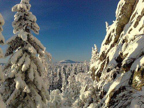 Вид на вершину горы Ямантау с предгорий горы Ялангас (Белорецкий район республики Башкортостан). Автор фотографии - Эльвира Черных.