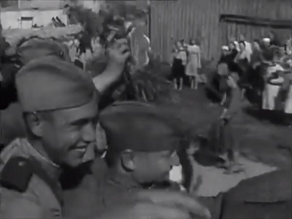 Жители освобожденного Вильнюса встречают Красную Армию