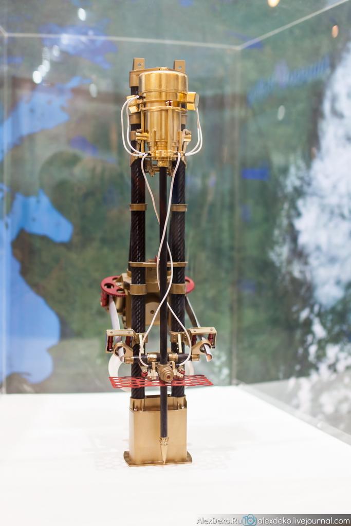 Экспонаты МАКС 2013 в павильонах