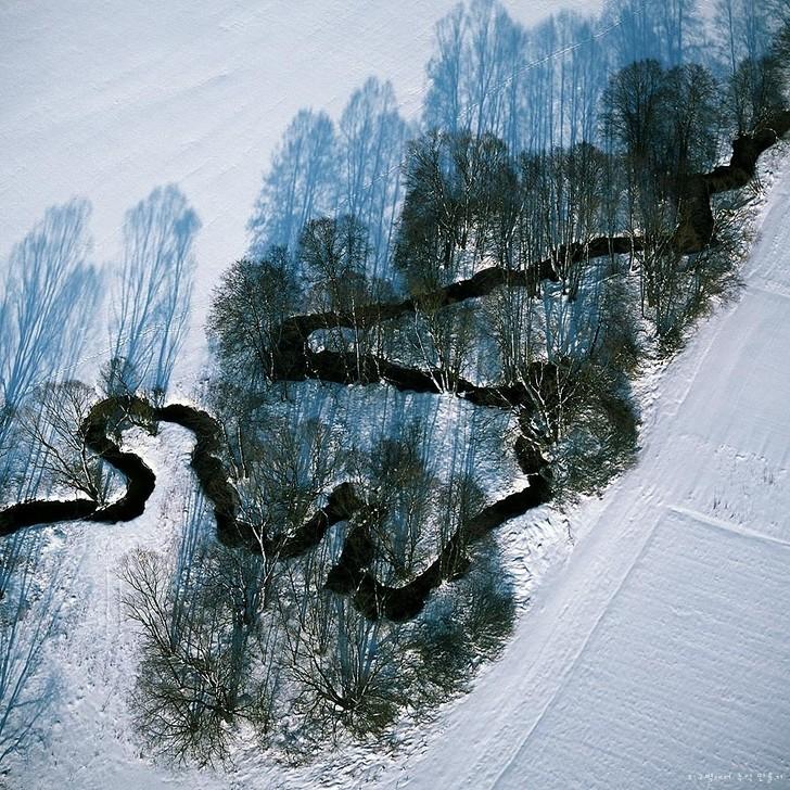 2. Река Кёсзайне, Германия 3. Большой призматический источник, США