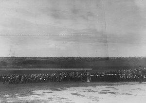 Обряд окропления святой водой рядов полка во время парада.