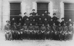 Группа офицеров, чиновников и унтер-офицеров хозяйственной части бригады.
