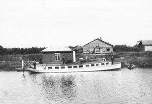 Катер Труд у берега Ладожского канала.