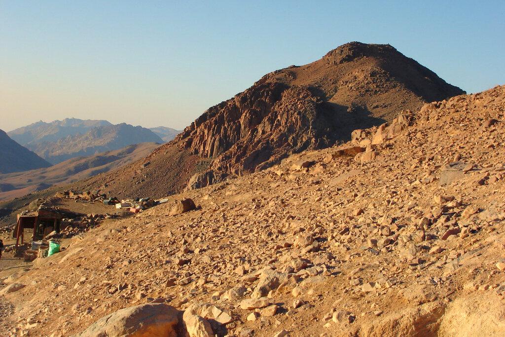 Фото 14. Самая интересная экскурсия в Египте. Восхождение на гору Моисея. Хотелось сфотографировать каждый камень, каждую вершину...