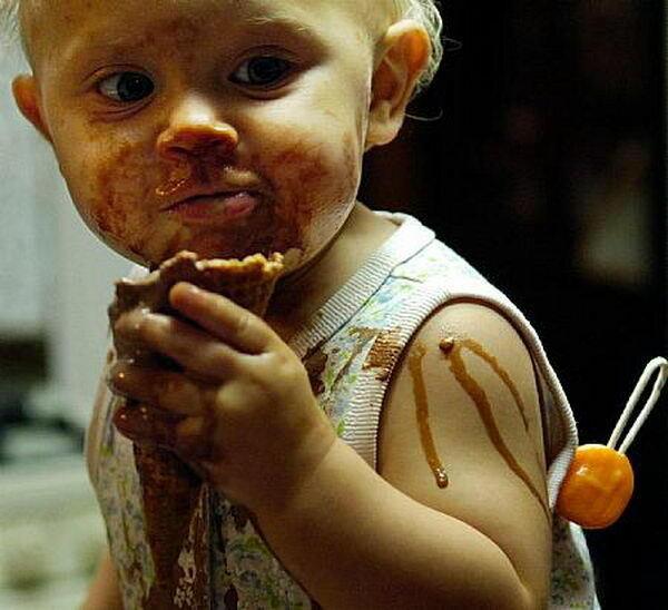 Родитель, знай: детям пачкаться за едой полезно
