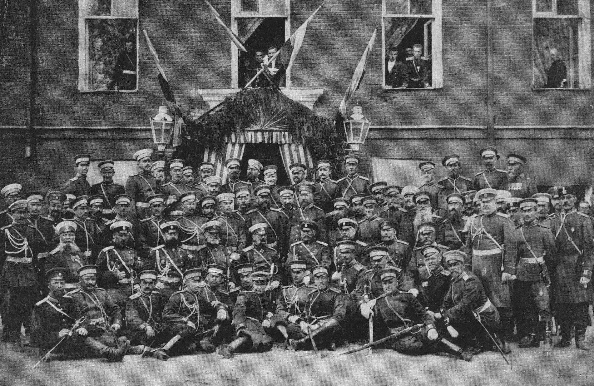 86-го пехотный Вильманстрандский полк. Группа офицеров вместе с прибывшим для высочайшего смотра в Старой Руссе 6 июля 1904 года великим князем Владимиром Александровичем