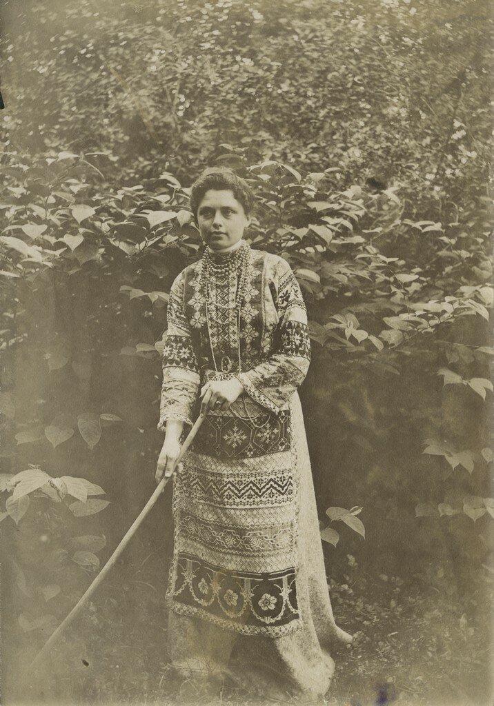 1900-1910-е. Елизавета Кологривова в саду
