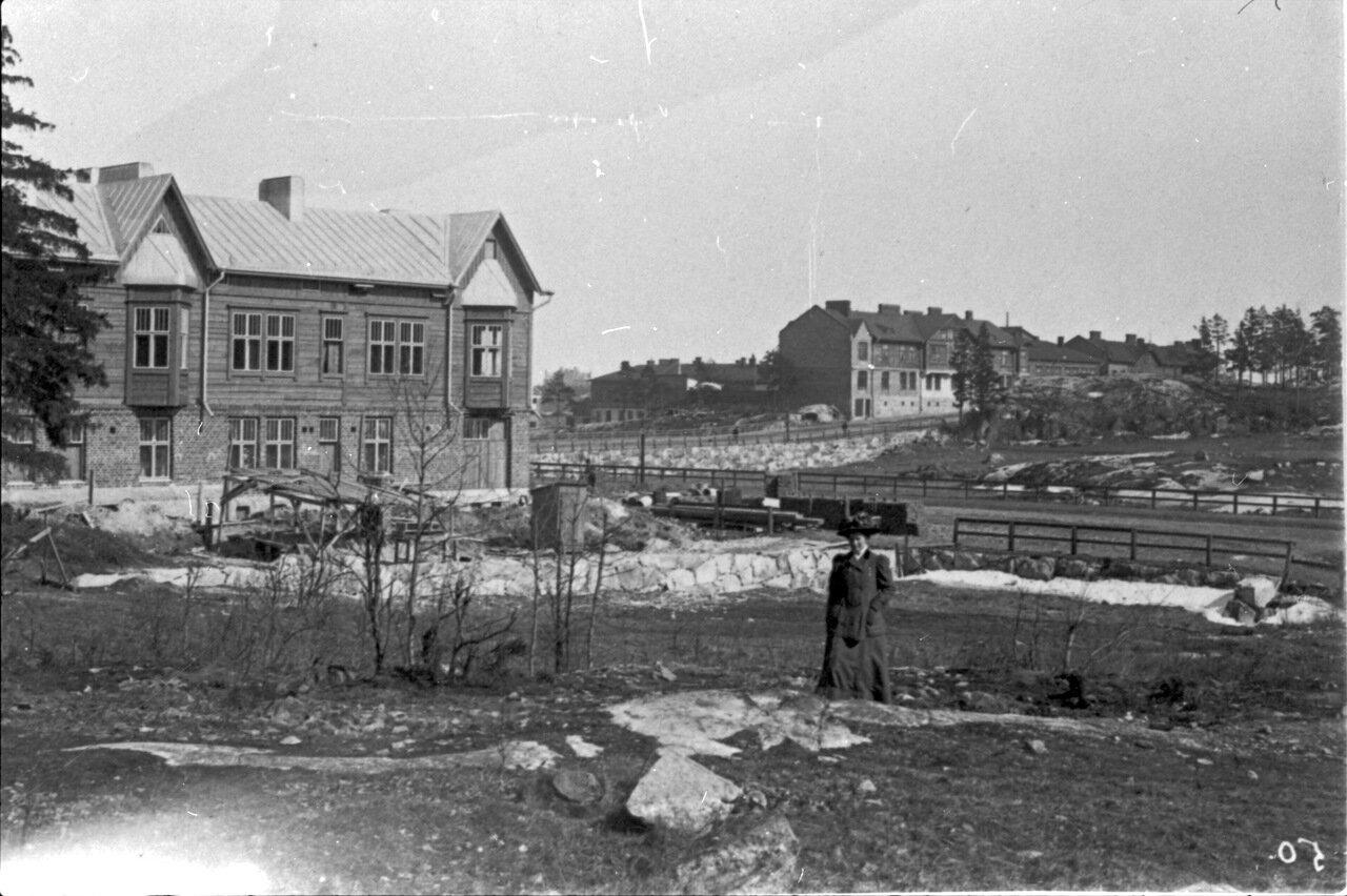 Герта Лютер в окрестности Порвоонкату примерно в 1910 году