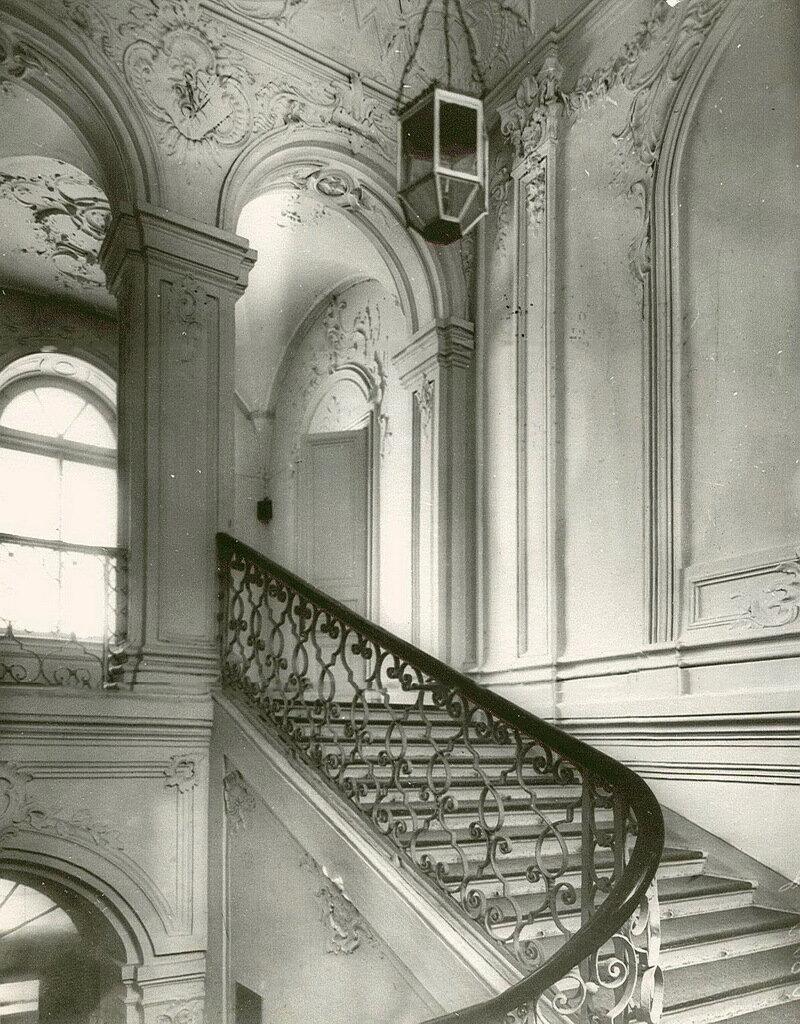 27. Лестница в Смольном институте