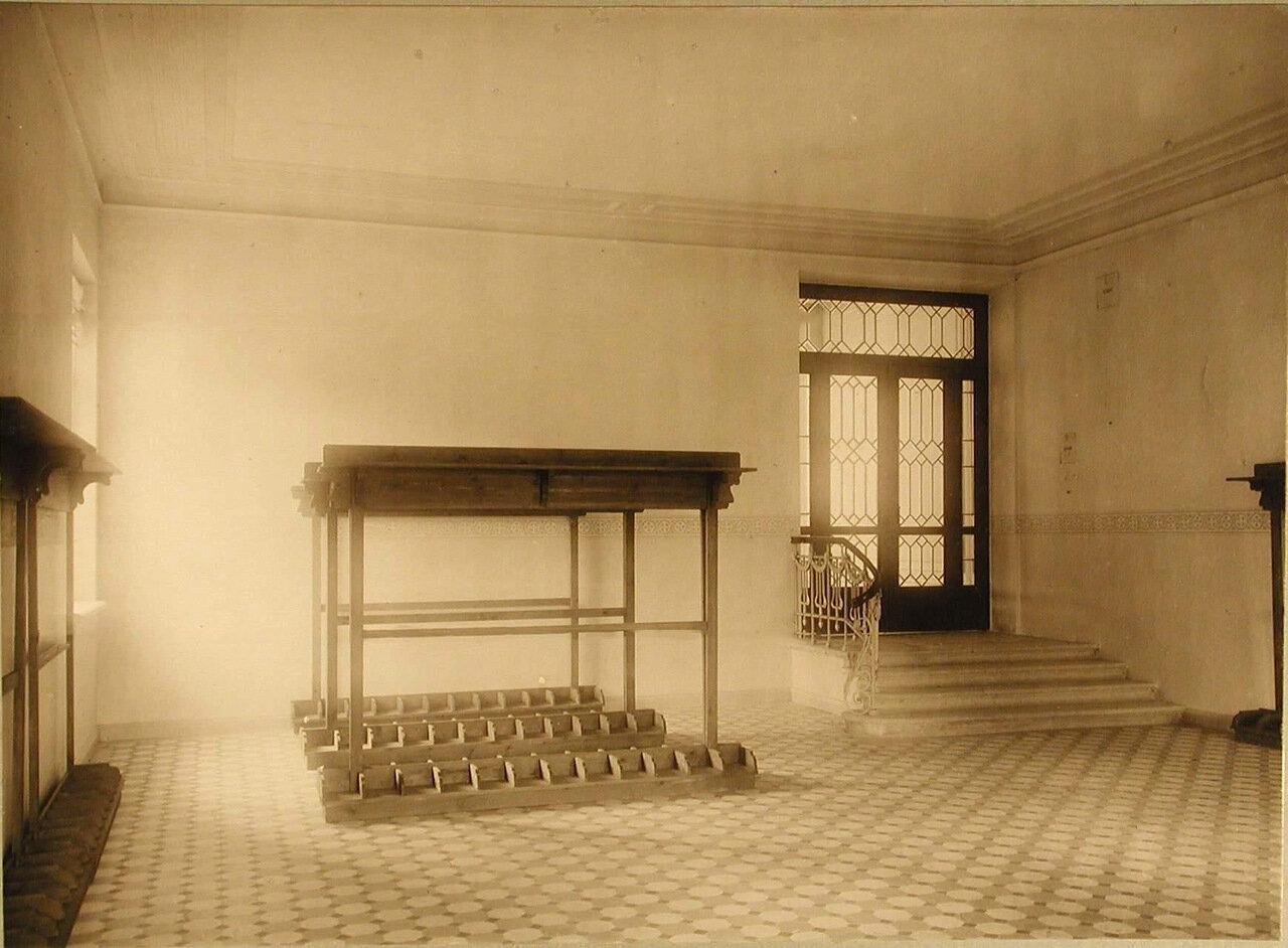 03. Вид части церковного вестибюля училища