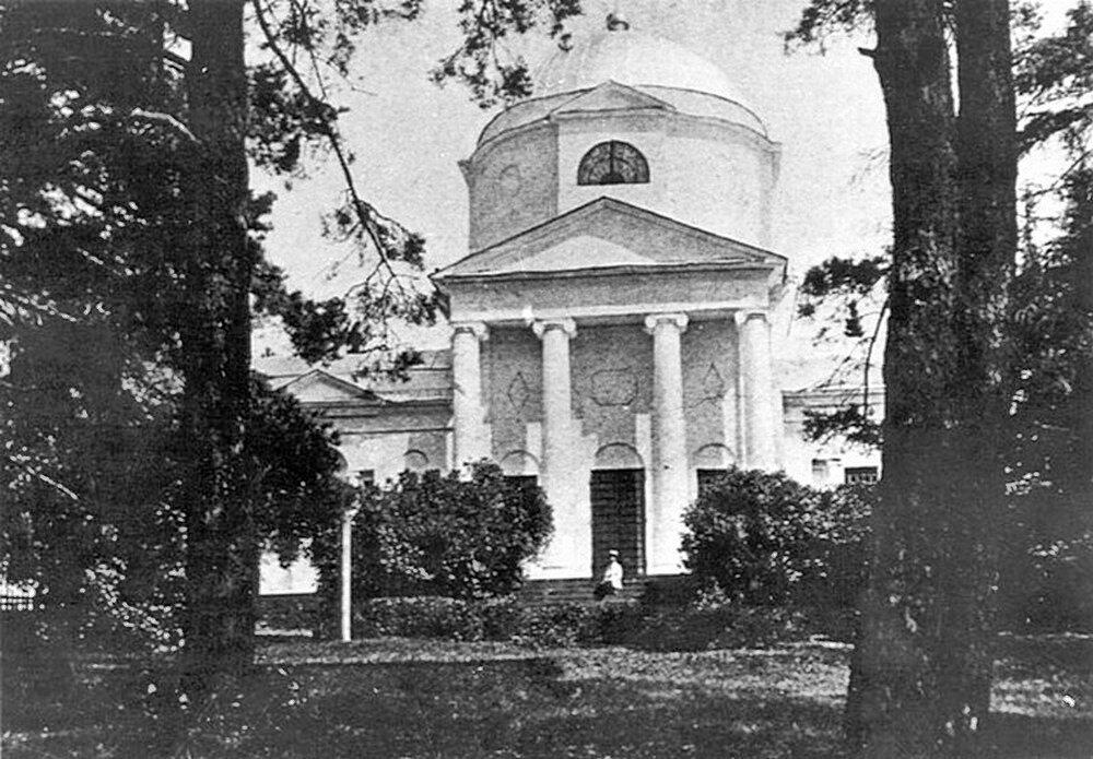 """Церковь в Карауле, фото из журнала """"Столица и усадьба"""" начала прошлого века."""