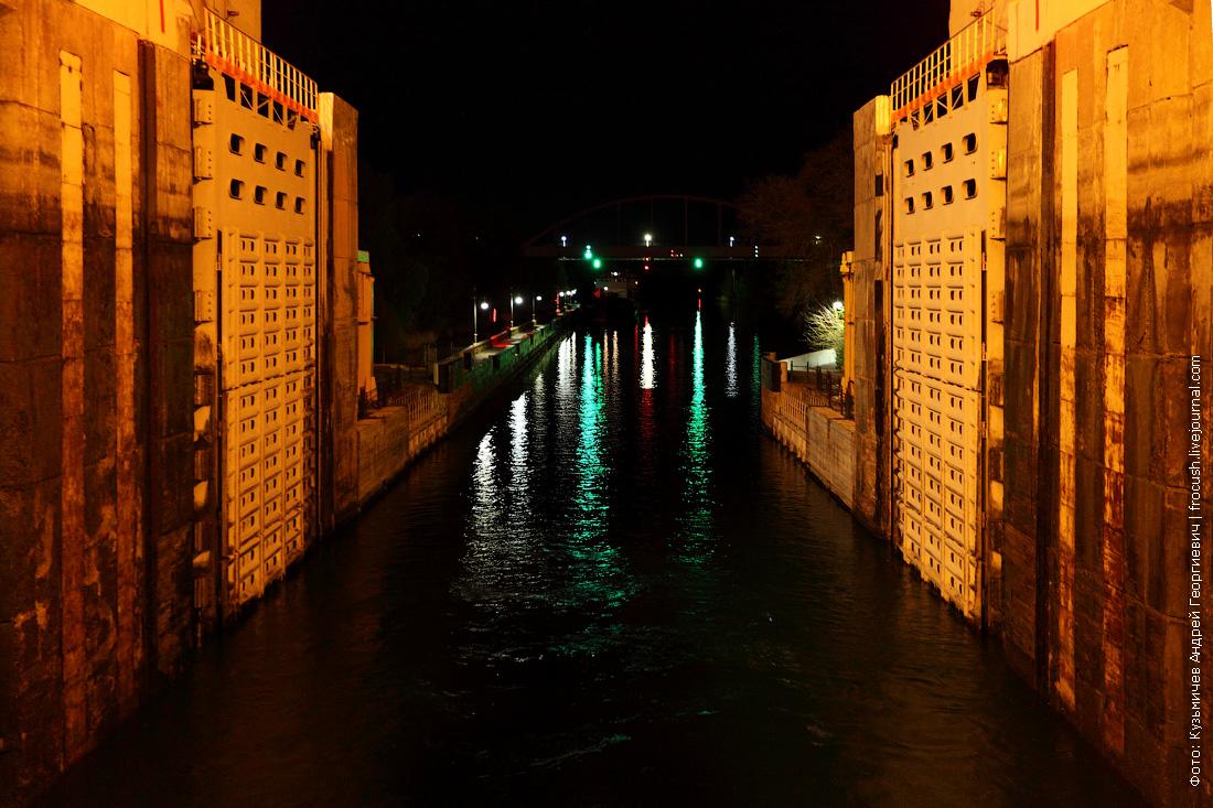 Ворота нижнего бьефа шлюза №14 и железнодорожный мост
