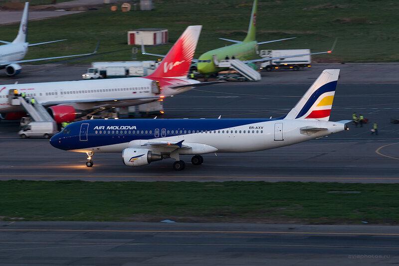 Airbus A320-211 (ER-AXV) Air Moldova D804828