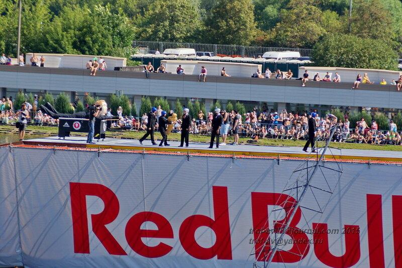 Команда Джонатан Ливингтон Оскар для Лео, Фестиваль Red Bull Flugtag 2015, Москва